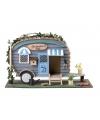 Caravan vogelhuis blauw met plantjes